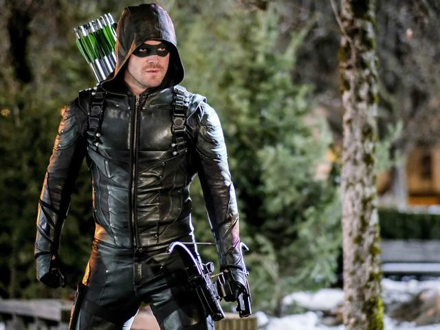 Stephen Amell Wants a More Humorous & Socially Conscious Arrow in Season 6