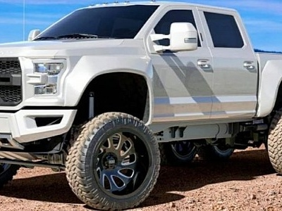 """Ford F450 """"Great White"""" Is a 6x6 Land Shark, Was Headed to SEMA"""
