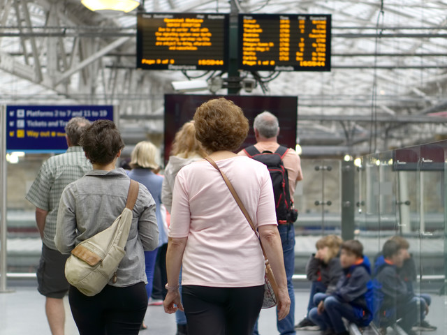 Rail passengers lost record four million hours to delays last year