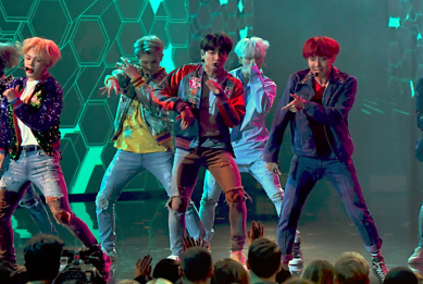 BTS Wow With 'DNA' for Their Live U.S. Debut at the 2017 American Music Awards: Watch