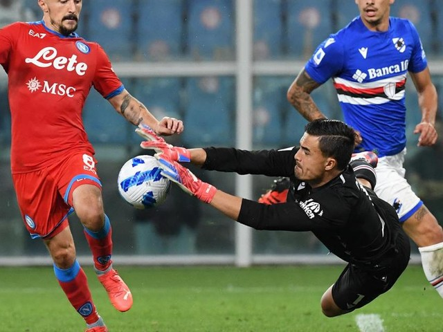 Perfect Napoli surge back to top of Serie A