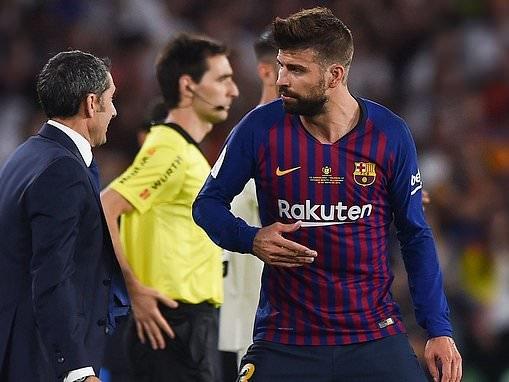 Gerard Pique leaps to Ernesto Valverde's defence after Barcelona's Copa del Rey final defeat