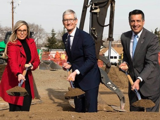 Apple is taking a page out of Amazon's playbook by teasing its new campus (AAPL)