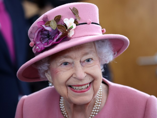 Queen is hiring a cleaner for Buckingham Palace – you don't need any experience but pay could be as little as £11,300
