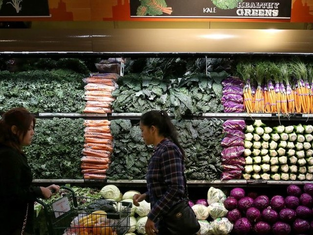 Whole Foods shareholders back Amazon deal