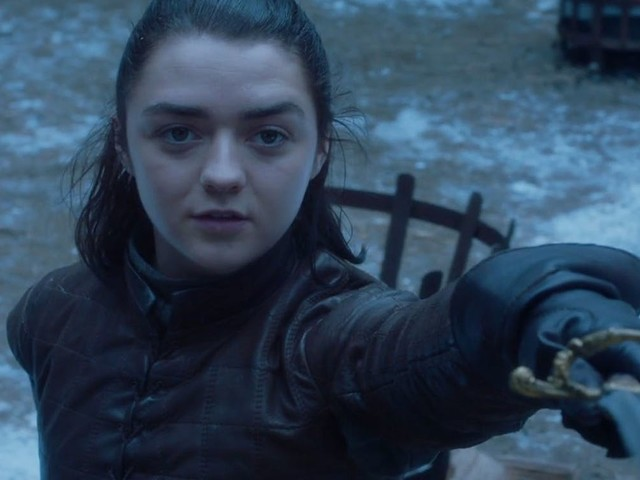 Internet Reacts To Maisie Williams' Epic Knife Skills