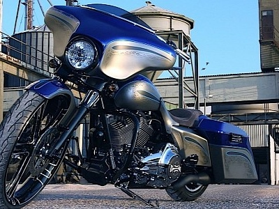 Street Glide Thunderbagger Mixes Stock with Custom for Maximum Effect