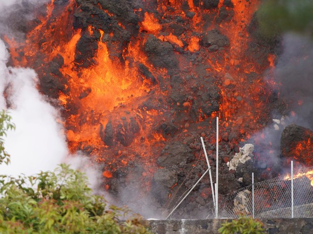 Thousands flee amid fears La Palma volcano eruption could trigger toxic gases when lava hits the sea