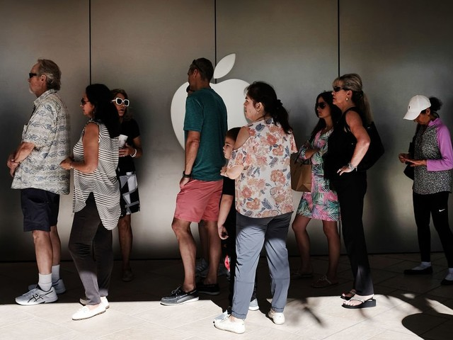 Apple's customer base still has a 'long runway for growth' (AAPL)