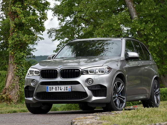 Car and Driver tests 2017 BMW X5 M