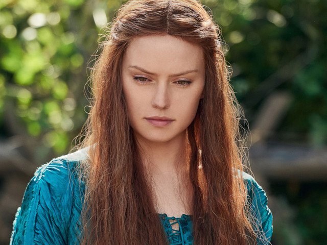 Daisy Ridley's Ophelia Is a Juicy, Crowd-Pleasing Shakespeare Revamp