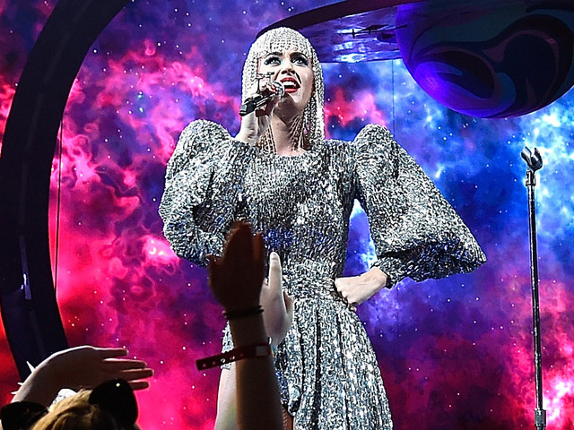 Katy Perry Gets Stuck in the Air During Her Concert (Video)