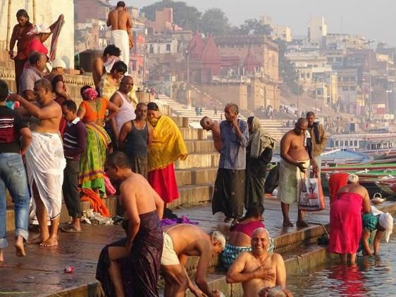 Pic of the Week: Bathing in Varanasi, India