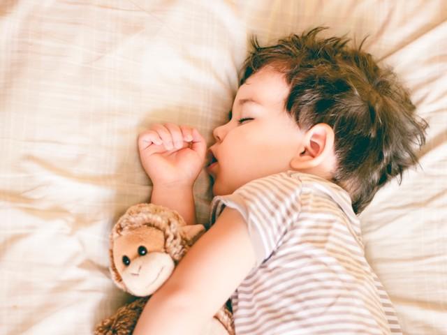 Sleep expert shares 15-minute bedtime tweak that'll make the clocks going back a breeze for kids