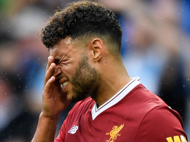 """""""Alex Oxlade-Chamberlain is YOUR problem now!"""" Arsenal fans celebrate Liverpool star's poor form for three reasons"""