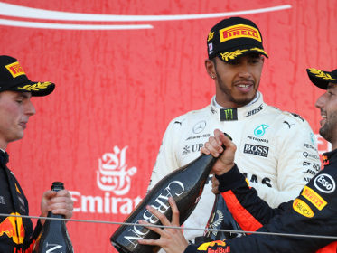 Hamilton dominates Japanese F1 GP as Vettel challenge grinds to a halt