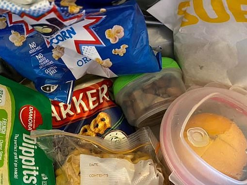 Mum shows what her kids' lunchboxes REALLY look like on days where she's exhausted