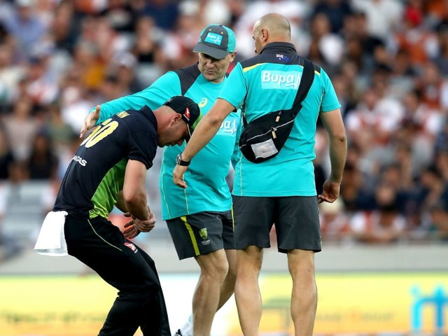 Lynn suffers dislocated right shoulder