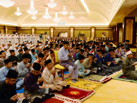 Royalties, commoners attend tahlil prayers for late Sultan Abdul Halim