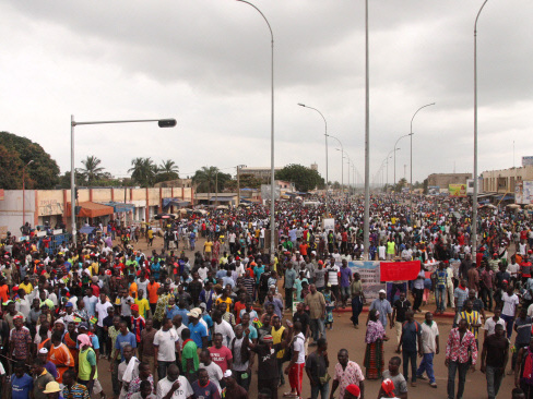 Rival protests in Togo as government blasts street 'coup d'etat'