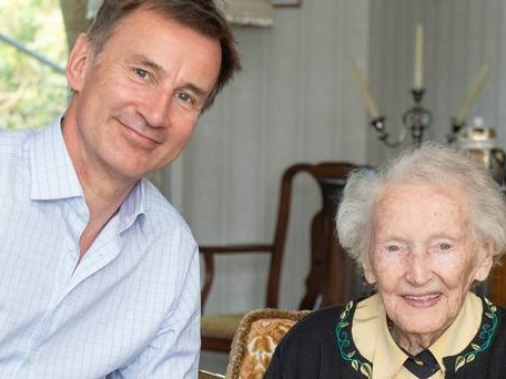 Jeremy Hunt receives backing of great aunt in Tory leadership race