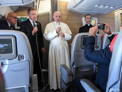 Pope urges 'concord' in Venezuela crisis