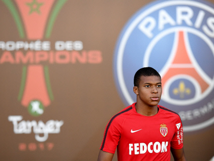 Neymar talk to one side as PSG, Monaco clash