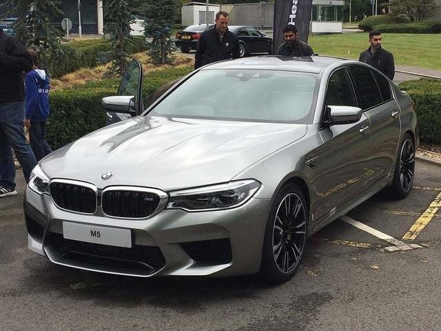 Real life photos of F90 BMW M5 in Donington Grey Metallic