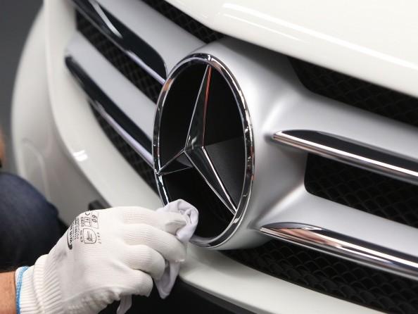 Mercedes-Benz recalls 400,000 UK cars on airbag fault