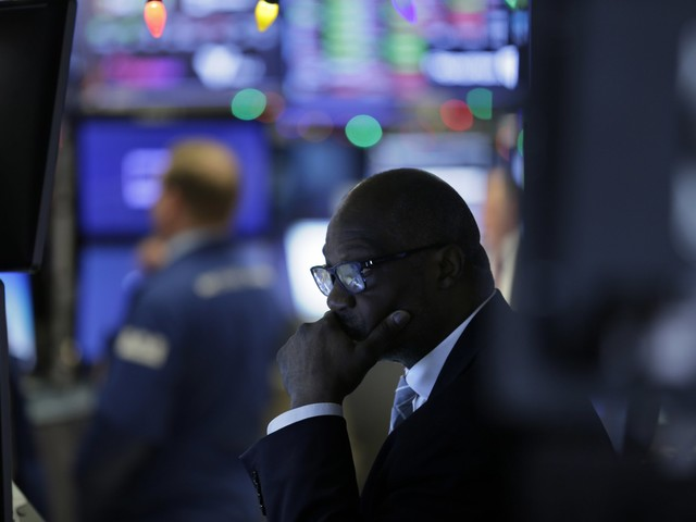 The Dow dives 500 points as Apple letter adds to China growth fears