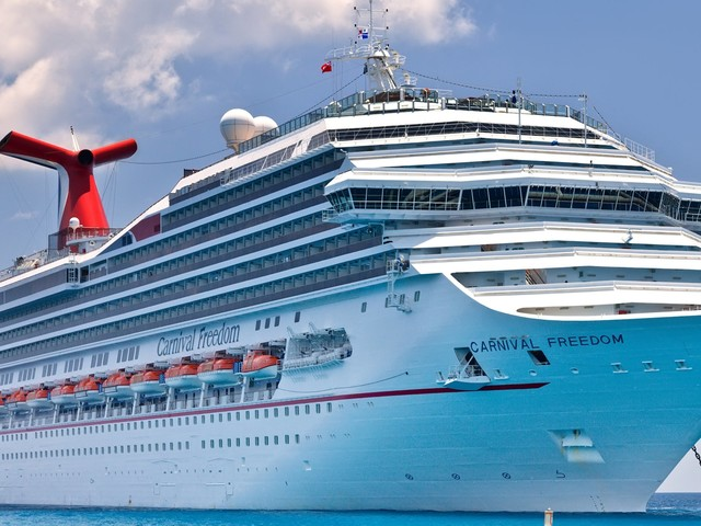 Carnival slammed with a lawsuit claiming the cruise line refused to let an elderly man off the ship after he suffered a heart attack. He later died. (CCL)