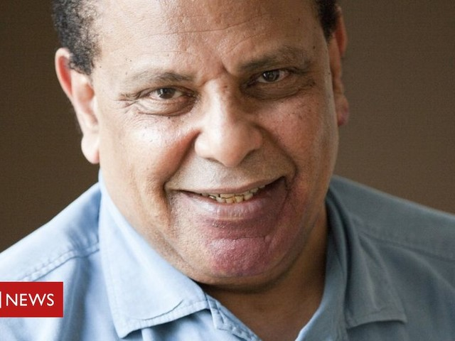 Alaa Al Aswany: Egypt 'sues novelist for insulting state'