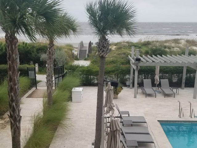 I spent a long weekend at Jekyll Ocean Club where COVID-19 policies were widely followed making it easy to enjoy the ocean views, suite-style rooms, and stunning nature