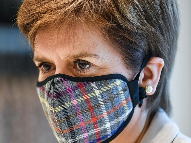 Sturgeon maintains quarantine stance after week of no Covid deaths in Scotland