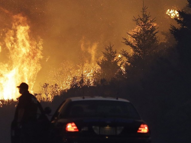 Traders are cranking up bets against the nation's biggest wine company as California wildfires rage (STZ)