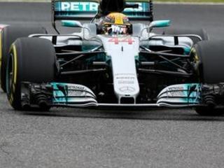 Mercedes' Hamilton secures pole position for Japanese GP