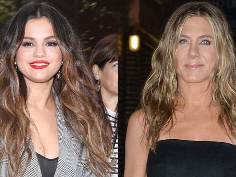 Selena Gomez Raves Over Jennifer Aniston's Makeup-Free Snap On Instagram: 'Queen'