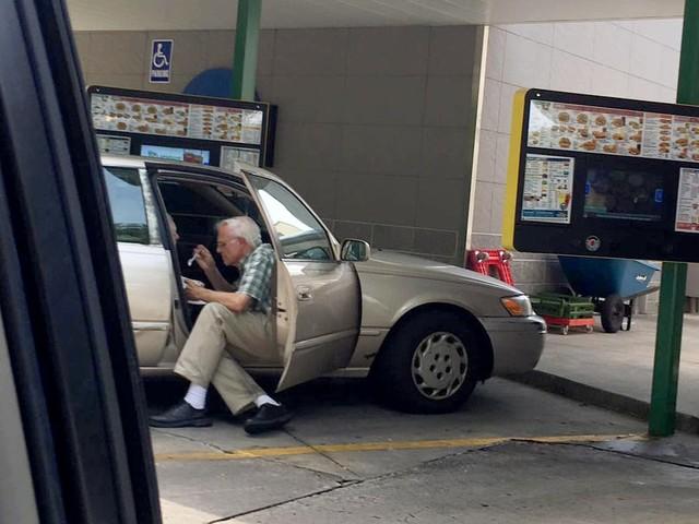 This Photo of an Elderly Man Feeding His Wife Ice Cream Defines Love