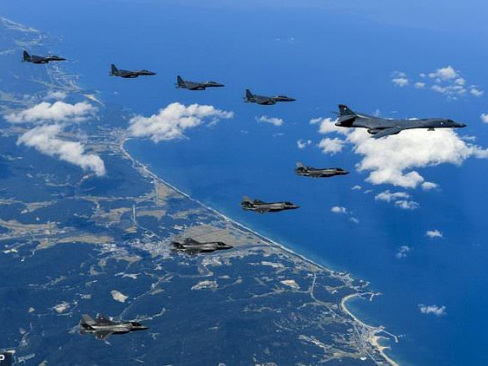 US warplanes fly off N. Korea coast in new show of force