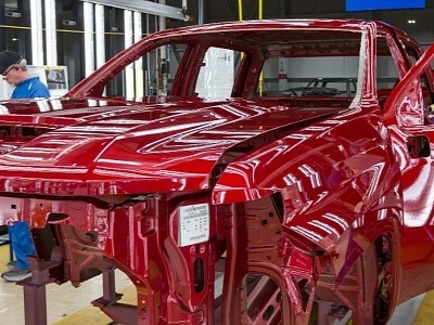GM to Sell Pickups, SUVs Without Start-Stop as Thousands of Cars Wait for Chips