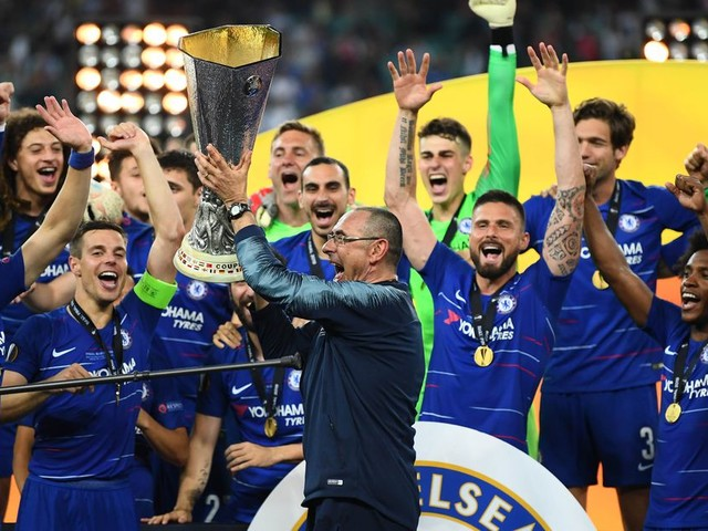Sarri dedicates trophy to Napoli fans, too, but hints at a 'different path' with Juventus