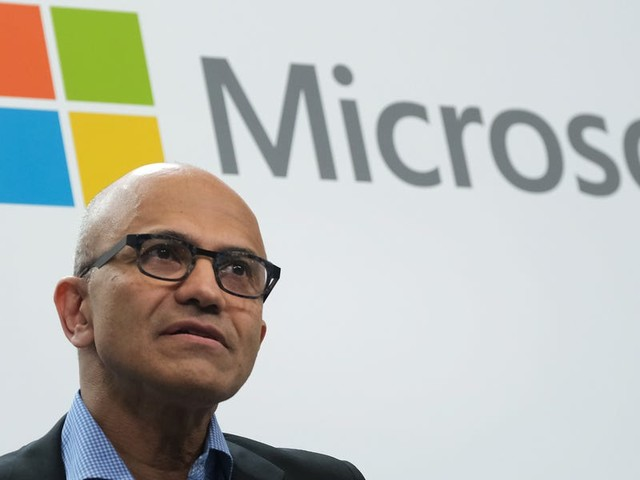 Here's what's ahead for Microsoft in 2020, according to experts: Taking 'significant' cloud market share from Amazon and becoming a bigger hardware player (MSFT)