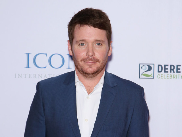 Kevin Connolly is dating actress Francesca Dutton