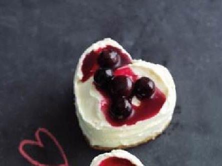 Mini Chilean blueberry cheesecakes