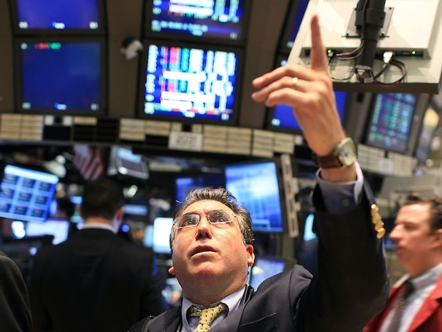 Dow gains 211 points as strong earnings eclipse gloomy jobless-claims data