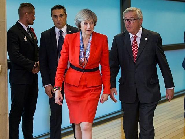100 Tory MPs demand the EU pays Britain a €10 billion Brexit divorce bill