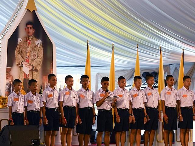 Rescued Thai boys crawl through replica of flooded cave