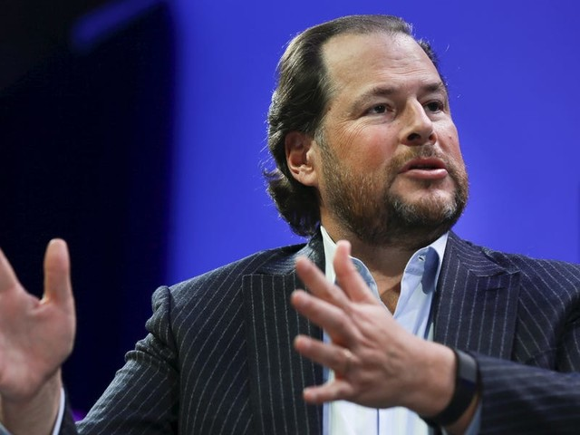 Salesforce CEO Marc Benioff explains how giving its salespeople a one-time guaranteed commission and allowing customers 'flexibility' on contracts are 'investments' that will help the company weather the economic crisis (CRM)