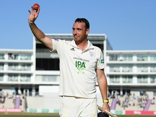 Kyle Abbott claims Hampshire's best ever bowling figures against Somerset