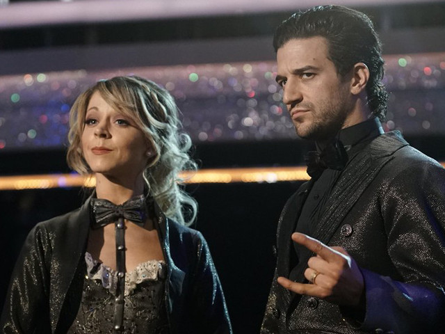 Lindsey Stirling Plays the Violin During 'DWTS' Finale Dance - Watch Now!